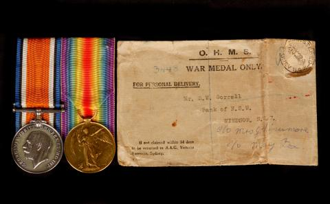 Picture of two war medals alongside it's envelope.