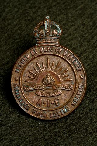 Medallion. Inscription reads: Issued by Dept of Defence, AIF, Returned from active service.