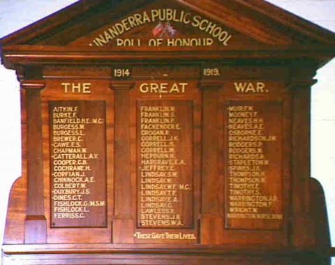Picture of memorial plaque at Unanderra Public School